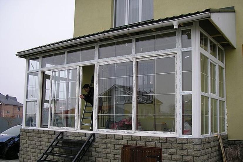 Остекление веранды пластиковыми окнами фото.
